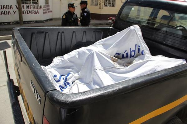 Tres hombres acusados de violación y secuestro fueron linchados en San Mateo Ixtatán. (Foto Prensa Libre: Mike Castillo)