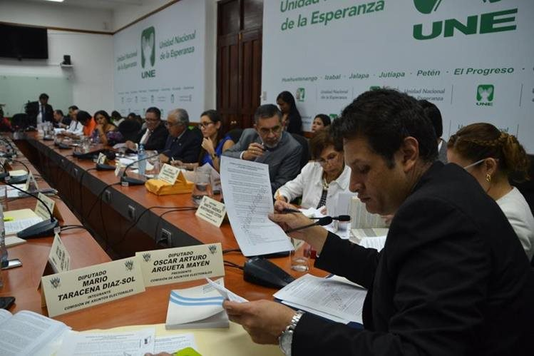 La Comisión de Asuntos Electorales discutió sobre la creación de subdistritos electorales y el voto nominal, pero al final decidió reconsiderar estos temas en una próxima reunión. (Foto: José Castro)