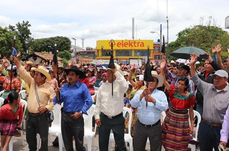 A la asamblea asistieron no solo autoridades indígenas sino pobladores de varias aldeas de Santa Cruz del Quiché. (Foto Prensa Libre: Héctor Cordero)