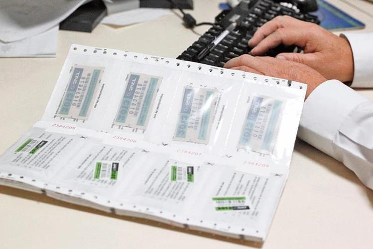 Los conductores deben imprimir el formulario en Declaraguate y realizar el pago en un banco del sistema.