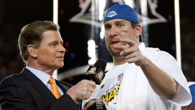 Las cadenas NBC, CBS y Fox toman turnos para tener los derechos de transmisión de los partidos de temporada y el Super Bowl. (Getty Images)