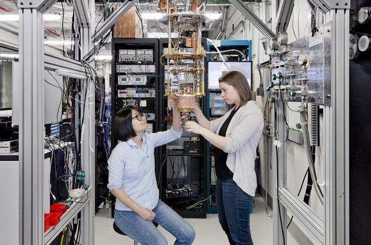 """""""IBM se ha adelantado en la carrera de la computación cuántica"""", asegura en Twitter la compañía (Foto Prensa Libre: IBM)."""