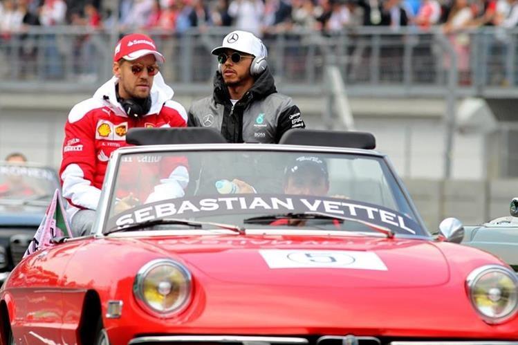 A Sebastian Vettel le fue retirado el tercer lugar del GP de México por el incidente con los pilotos de Red Bull. (Foto Prensa Libre: EFE)