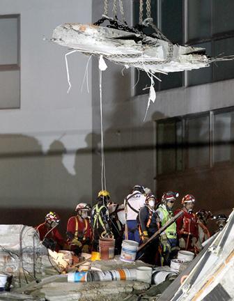Integrantes de brigadas continúan las labores de rescate. (EFE).