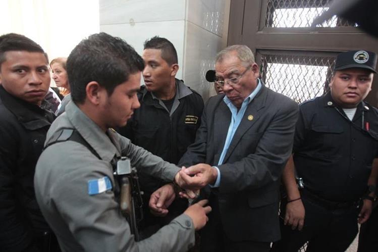 Benedicto Lucas ingresa a la Sala de Mayor Riesgo A, para seguir con la audiencia de primera declaración. (Foto Prensa Libre: Hemeroteca PL)
