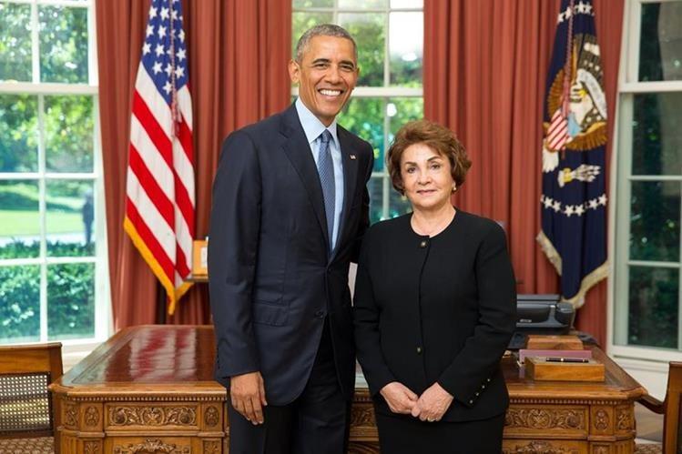 El presidente Barack Obama y la embajadora Marithza Ruiz, en la Casa Blanca. (Foto Prensa Libre: MRE)