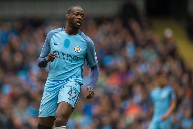 """Dimitri Seluk, agente del centrocampista marfileño Yaya Touré, ha declarado este lunes que para su representado """"sería difícil no renovar con el Manchester City"""". (Foto Prensa Libre: AFP)"""