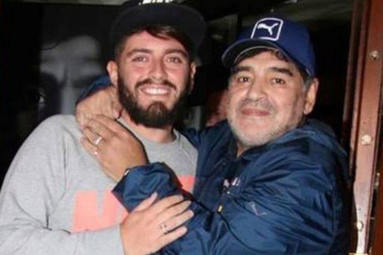 Diego Maradona se reunió con su hijo Diego Junior y lo reconoció. (Foto Prensa Libre: Tomada de Internet)