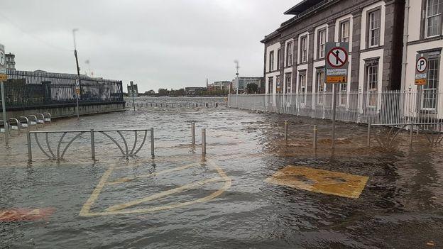 La tormenta causó inundaciones en Limerick, Irlanda. PA