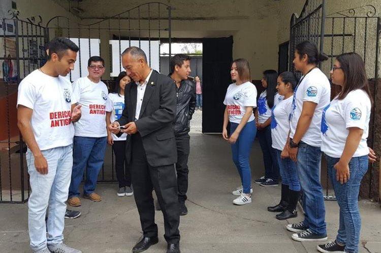 Más de 60 estudiantes de la Universidad de San Carlos de Guatemala participaron como observadores en Sacatepéquez. (Foto Prensa Libre: Julio Sicán)