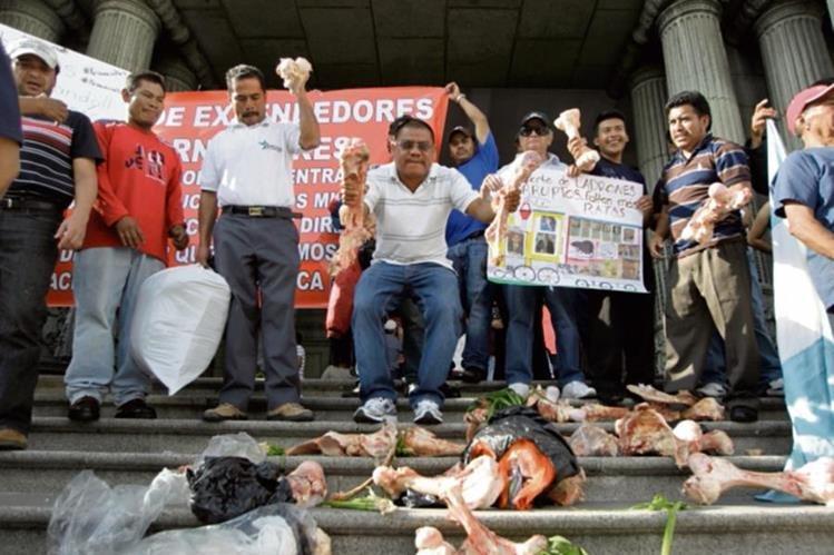 EXPENDEDORES DE carne protestaron durante el fin de semana, por los altos precios.