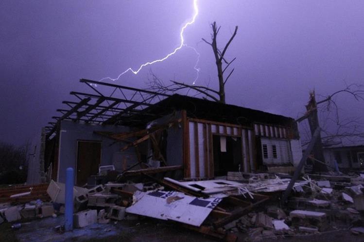 Tornados destruyeron casas en alabama, Estados Unidos. (AP)