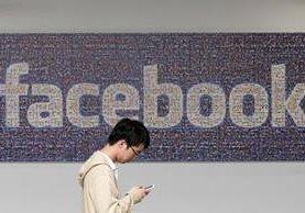 Facebook luchará contra noticias falsas evitando que sus creadores lucren. (Foto Prensa Libre: AP)