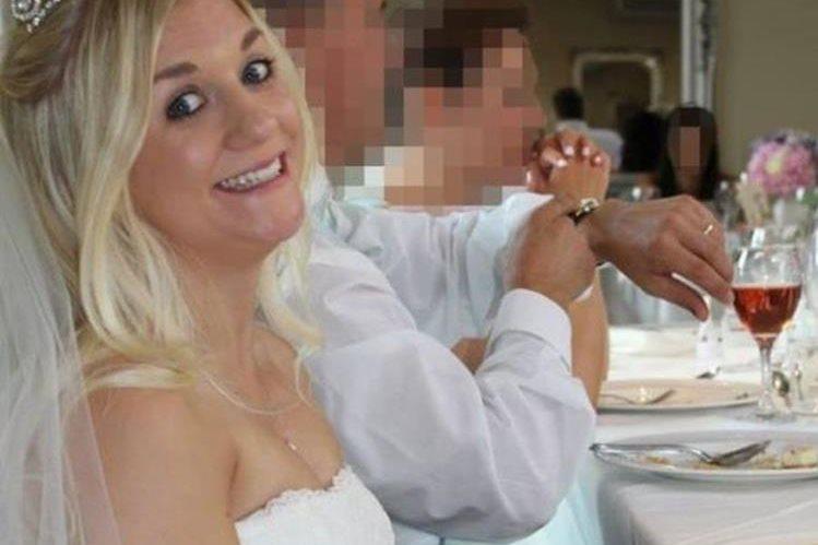 """""""Me vestí como toda una princesa aquél día"""", dice Samantha Wragg del día de su boda. JOSHUA WRAGG"""