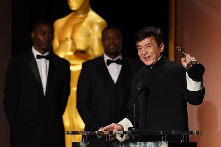 Chan aceptó muy emocionado su primer Óscar.