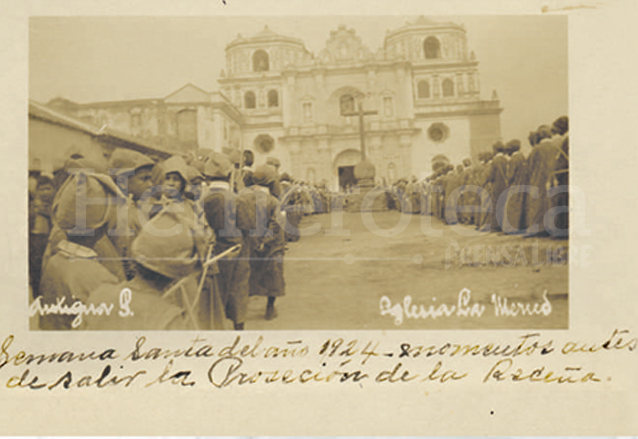 Procesión de la Reseña de Jesús de la Merced de Antigua Guatemala, 1924. (Foto: Hemeroteca PL)