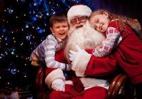 Santa Claus es el personaje navideño que concede los deseos de los niños.