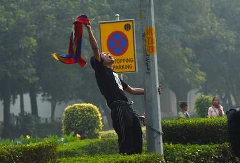 Un tibetano de 14 años se inmoló prendiéndose fuego este jueves en el noroeste de China.