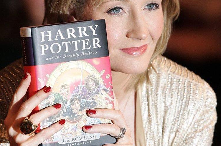J.K. Rowling adquirió fama mundial luego del éxito de su novela Harry Potter. (Foto Prensa Libre: AFP).