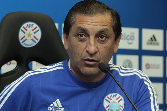 El técnico argentino Ramón Díaz, confía en una victoria de Paraguay. (Foto Prensa Libre: EFE)
