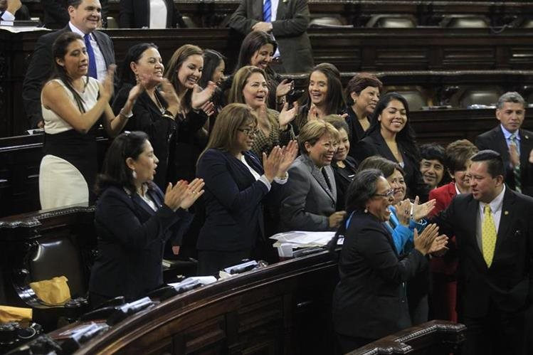 Diputadas se agrupan en defensa de la ley de búsqueda de mujeres desaparecidas. (Foto Prensa Libre: HemerotecaPL)