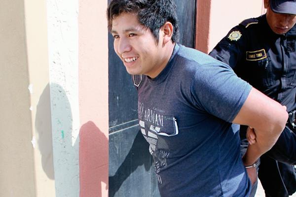 José Luis Gutiérrez Gutiérrez fue capturado en Joyabaj, Quiché, sindicado de violación. (Foto Prensa Libre: Hugo Oliva).
