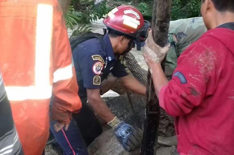 Dos muertos y ocho desaparecidos por alud — Guatemala