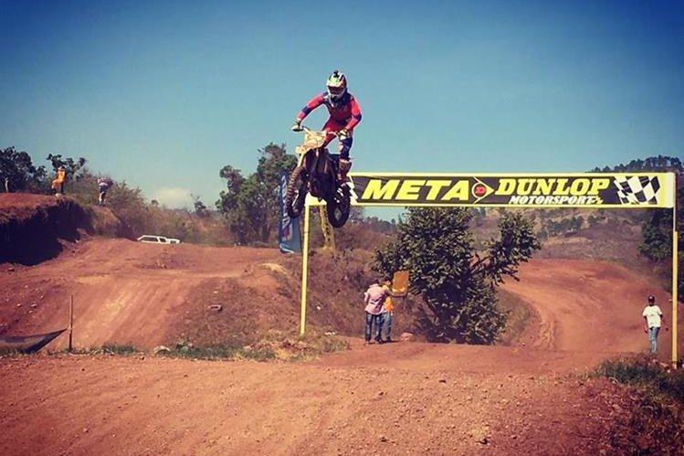 El piloto guatemalteco, Vicko Castillo tiene más de 19 años de experiencia en el motocrós. (Foto Prensa Libre: Facebook Vicko Castillo)