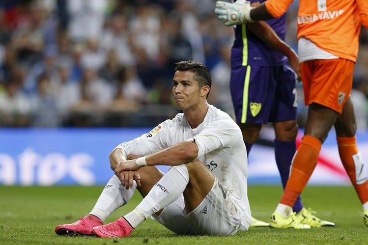 Cristiano Ronaldo se vio frustrado y enojado durante el partido ante el Málaga. (Foto Prensa Libre: EFE)