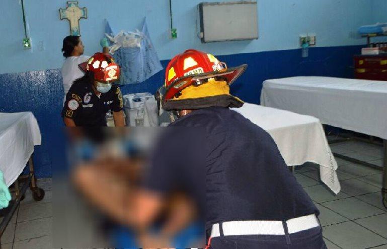 El presunto ladrón fue trasladado al hospital, pero falleció debido a las quemaduras de tercer grado. (Foto Prensa Libre: Mario Morales)