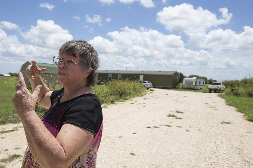 Margaret Wylie, residente del lugar, relató que escuchó varios ruidos antes de que el artefacto se desplomara. (Foto Prensa Libre: AP).