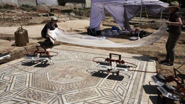 Muchos de los mosaicos se mantienen prácticamente intactos. AFP
