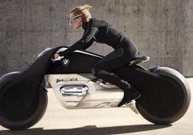 La firma automotriz alemana BMW acaba de presentar su moto del futuro en Estados Unidos, con motivo de su centenario. (BMW).