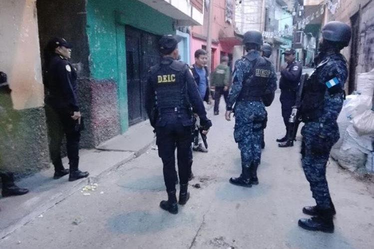 Las acciones policiales se desarrollan en busca de extorsionistas del transporte público. (Foto Prensa Libre: PNC)
