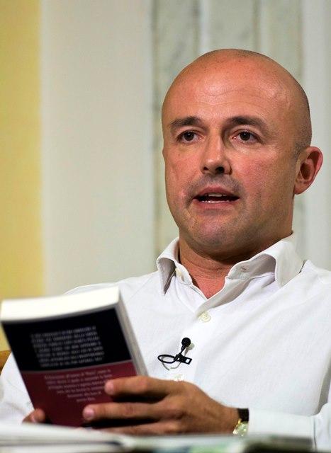 Gianluigi Nuzzi, autor de uno de los libros que serán publicados en el Vaticano. (Foto Prensa Libre: AP).