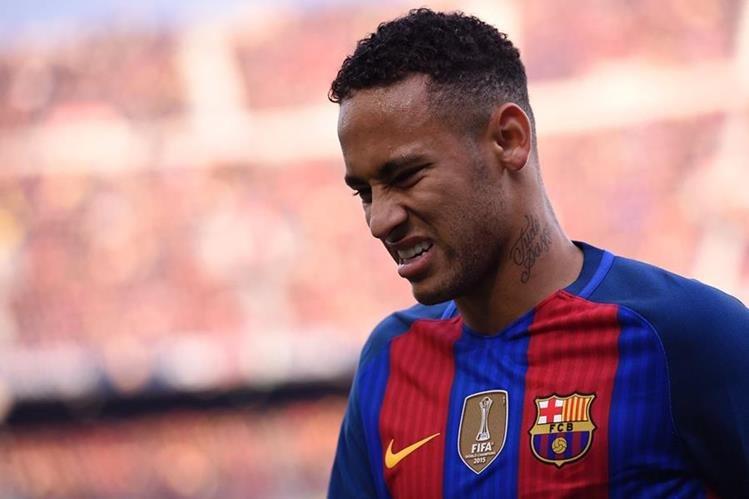 El brasileño Neymar trabajará por separado para recuperarse de una lesión. (Foto Prensa Libre: AFP)