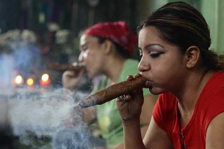 El simbolismo del puro y el alcohol en los ritos de sanaci n - Como eliminar el humo del tabaco en una habitacion ...