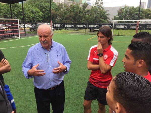 Del bosque dio una clínica a niños pobres de Panamá. (Prensa Libre: Contresia Deportes RPC)