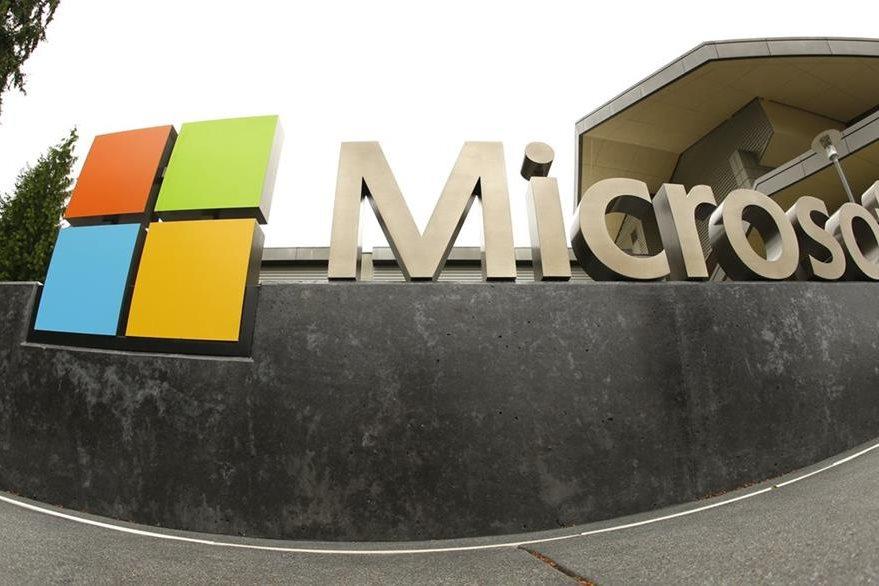La compañía Microsoft tuvo que suspender su programa de inteligencia artificial. (Foto Prensa Libre: AP).