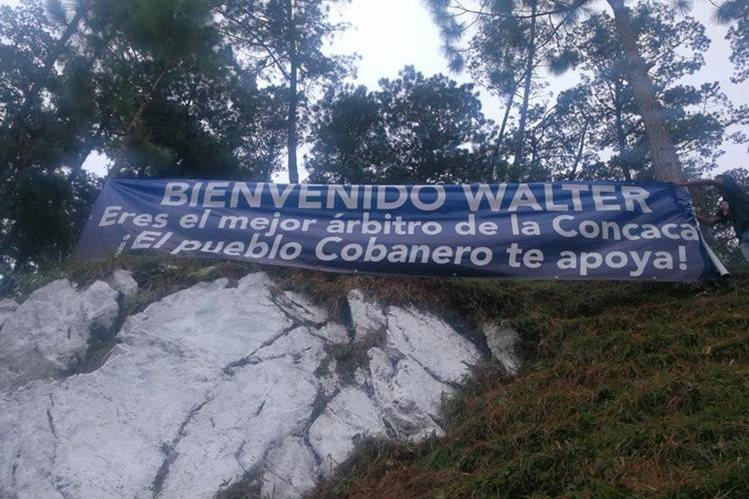 Wálter López ha recibido el apoyo de los aficionados cobaneros. (Foto Prensa Libre: Edwin Fajardo)