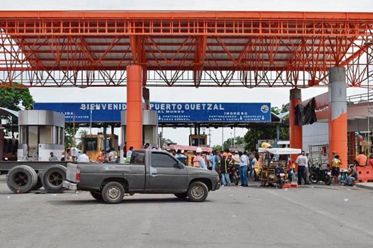 sindicalistas se unieron al paro de actividades en Puerto Quetzal desde ayer.