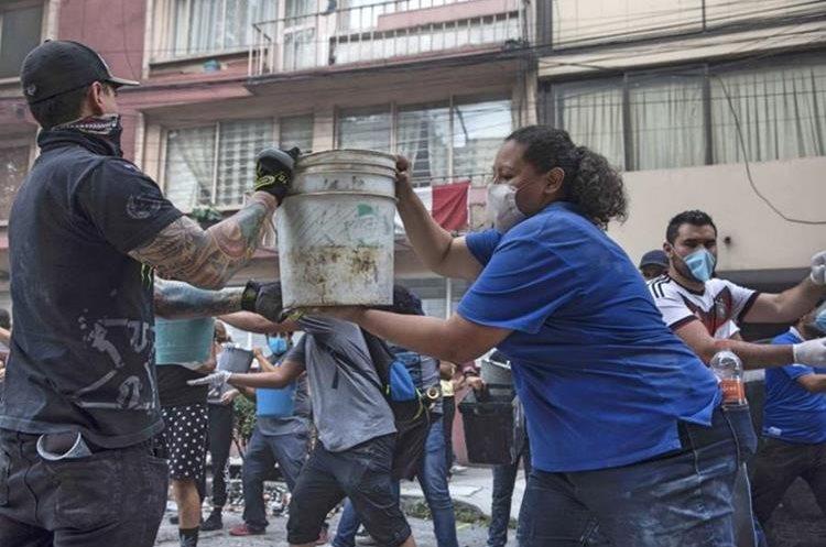 Solidaridad por terremoto en México.(Foto Prensa Libre: Agencias)