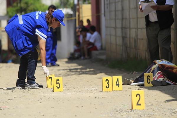 """<p>Una mujer fue baleada en un sector de la colonia La Comunidad, zona 10 de Mixco. (Foto Prensa Libre: Erick Ávila )<br _mce_bogus=""""1""""></p>"""