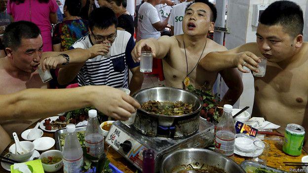 El pasado fin de semana, se celebró en la localidad china de Yulin un festival en el que se comieron miles de perros. Reuters.