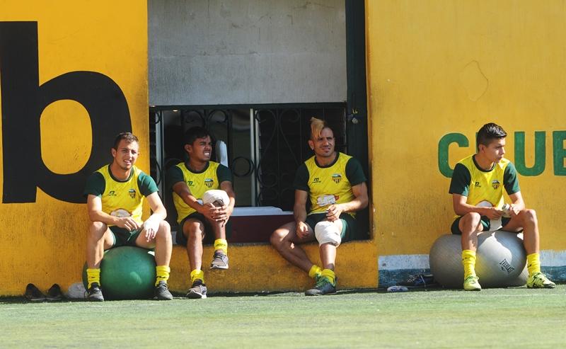 Marlon Negrete se recupera de una lesión en la rodilla izquierda. (Foto Prensa Libre: Edwin Fajardo)