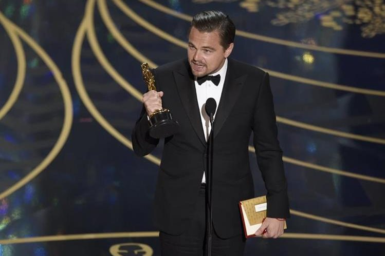 Leonardo DiCaprio era el nombre que todos esperaban escuchar como ganador de la categoría de mejor actor. (Foto Prensa Libre: AP)