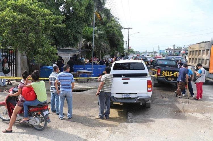 En el lugar había seguridad del IGSS, que al escuchar los disparos se refugió en la garita. (Foto Prensa Libre. Dony Stewart)