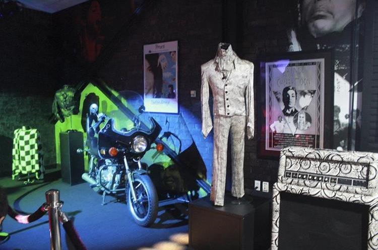 Varios atuendos de Prince estarán en exhibición. (Foto Prensa Libre: AP)