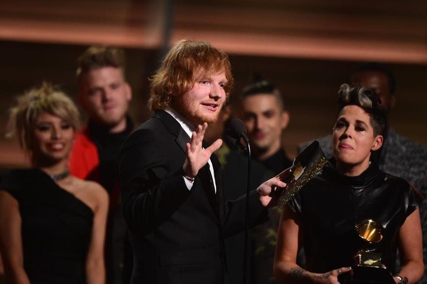 Ed Sheeran ya ganó dos Grammy en esta gala, la número 58. (Foto Prensa Libre: AFP)