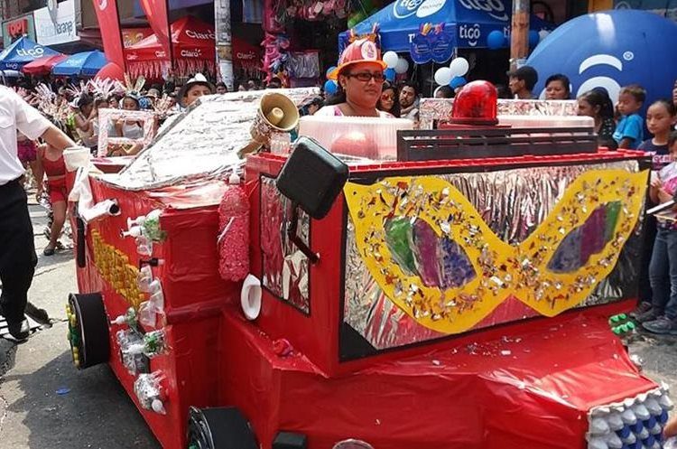 La creatividad fue uno de los protagonistas del desfile, se pudo apreciar en el tipo de trajes y carrozas que transitaron en las calles de Mazate.